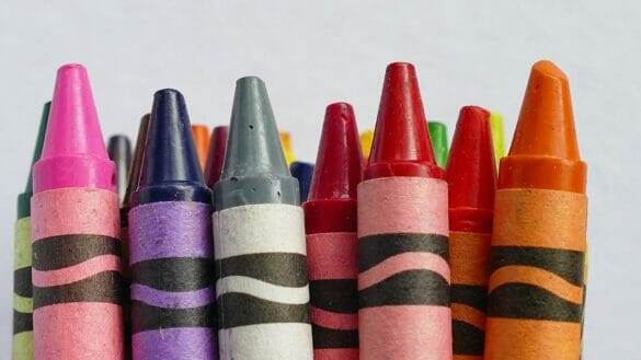 A bunch of crayons together